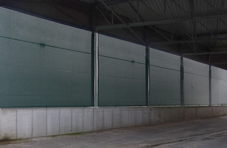 Mesh nets made from polyester/PVC